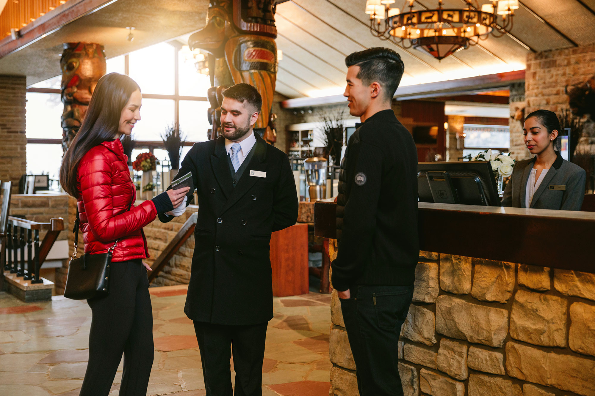 Couple-and-Butler-Arrival---Lobby