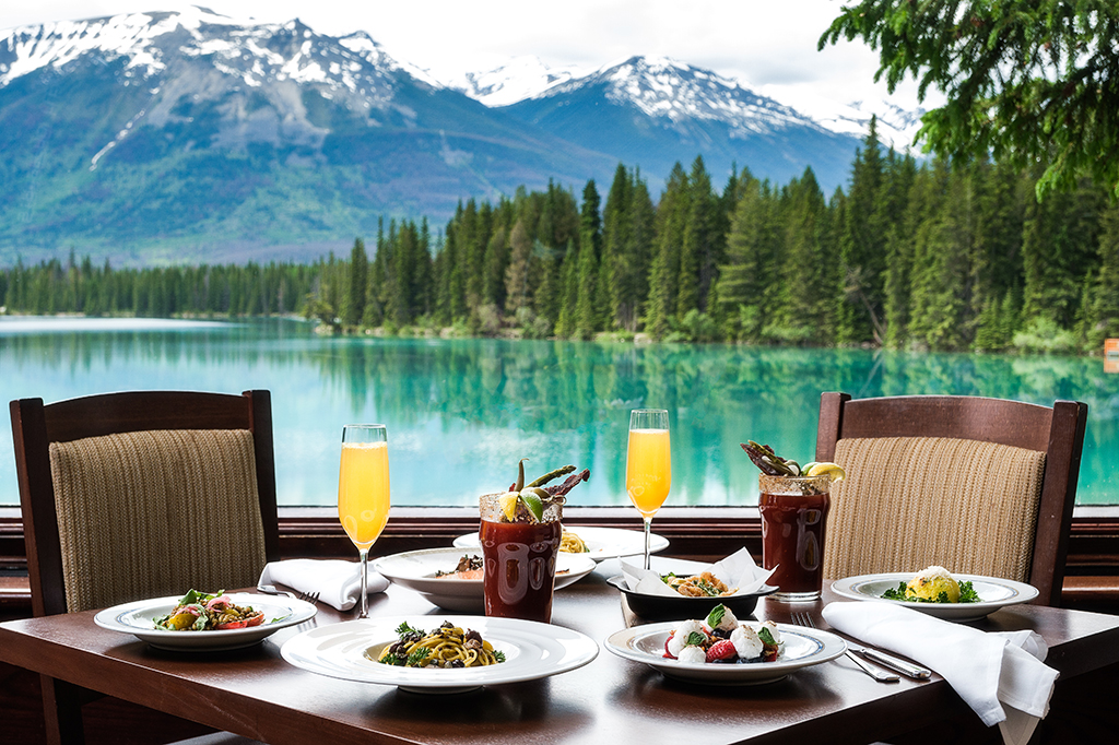 Sunday Brunch with mimosas and a Mountain Caesar with a view of Lac Beauvert